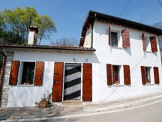 Bright 2 bedroom Villa in Albettone - Albettone vacation rentals