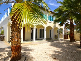 Beautiful Private Villa behind Marriott Palm Beach - Palm/Eagle Beach vacation rentals