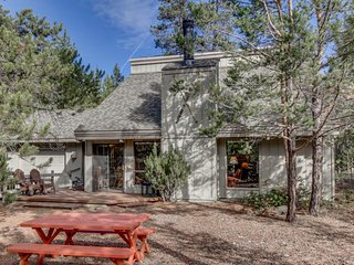 Quiet, dog-friendly home with SHARC access for fantastic shared amenities - Sunriver vacation rentals