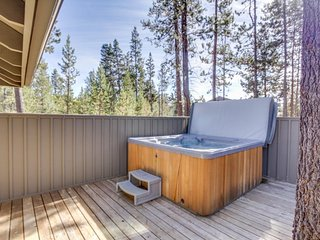 Classic Sunriver home with private hot tub & SHARC access! - Sunriver vacation rentals