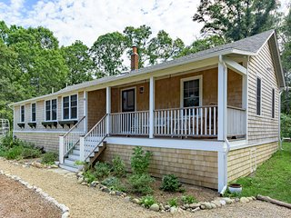 ARMSA - Cozy Newly updated Seashore Cottage,  East Chop Highlands Area - Oak Bluffs vacation rentals
