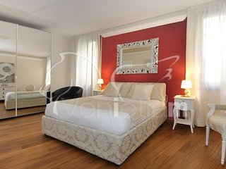 Ca'Rialtina - Bright, modern three bedroom apartment with a lot of space and - Venice vacation rentals