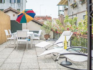 Canal View with Terrace - Large and bright apartment with 3 bedrooms with a spacious terrace and canal view - Venice vacation rentals