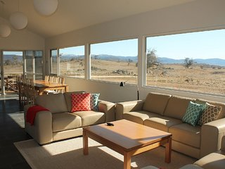 Manna Tree Farm -modern home with majestic views in stunning countryside - Jindabyne vacation rentals