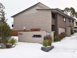 Khione 1 - Modern & spacious with views towards Lake Jindabyne & the mountains - Jindabyne vacation rentals
