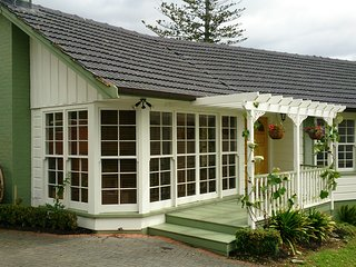 Perfect House with Internet Access and Satellite Or Cable TV - Howick vacation rentals