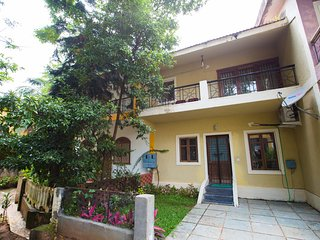Zuperb  sleeps Up to 12 Wth extra mattresses &3 mins walk to Calangute beach - Calangute vacation rentals