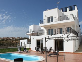 4 bedroom Villa with Internet Access in Costa Esuri - Costa Esuri vacation rentals