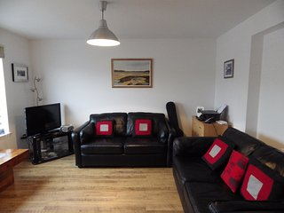 Lovely Stornoway Centre Harbour View Flat - Stornoway vacation rentals