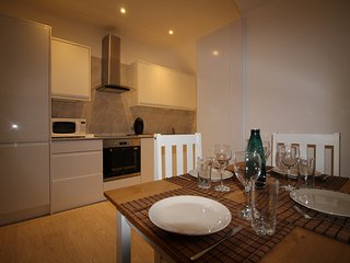 Exquisite 1 Bed flat, 15min close to Heathrow - London vacation rentals
