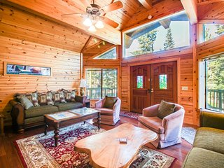Spacious ski chalet w/ private hot tub, on-site golf, shared dock, & pool - Truckee vacation rentals
