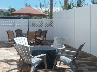 1ST STREET RETREAT. DOG FRIENDLY APT & FENCED YARD - Saint Augustine Beach vacation rentals