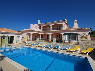 Casa Vale, Stunning large villa, 4 Bedrooms, Sleeps 9, Swimming pool with Bar & Covered BBQ area - Carvoeiro vacation rentals