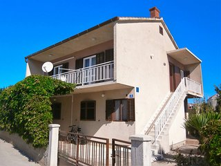 Nice Condo with Television and Satellite Or Cable TV - Betina vacation rentals