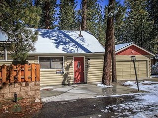 Couple's Retreat~Jetted Spa Tub~Toasty Fireplace~Basic Kitchenette~Walk To Lake~ - Big Bear Lake vacation rentals