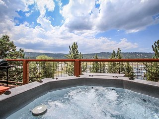 Suite Lakefront Luxury Home~Pool Table~Outdoor Spa~Gas Fireplace~WiFi~ - Big Bear Lake vacation rentals