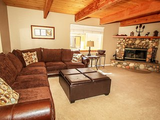 Cabin A Good Time~Newly Furnished/Decorated Family Home~Fenced Yard/Pets Allowed - Sugarloaf vacation rentals