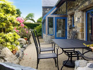 La Maison Des Hirondelles – Cosy, 3-bedroom house in Brittany with beautiful views and WiFi - Le Cloitre-Saint-Thegonnec vacation rentals