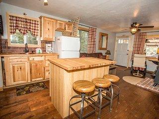 Honeycomb Cabin~Sugarloaf Area~Fenced Yard~Fireplace~Kitchen~BBQ~Pets Ok~ - Sugarloaf vacation rentals