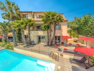 CENTRAL -- MANY PANORAMIC SEA VIEWS -- HEATED Pool ! 7 Bedrooms. - Saint-Maxime vacation rentals
