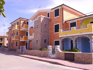 Appartamento nuovo in zona tranquilla - Valledoria vacation rentals