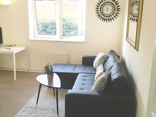 Clean and Safe Maida Hill Sleeps 4 + 1 Child - London vacation rentals
