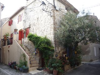Gorgeous 2 bedroom Bize-Minervois Gite with Washing Machine - Bize-Minervois vacation rentals