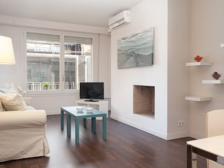 LetsGoBarcelona Via Augusta Suite 4 pax. - Barcelona vacation rentals