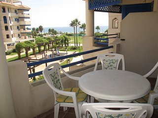 2 bedroom Apartment with Shared Outdoor Pool in San Luis de Sabinillas - San Luis de Sabinillas vacation rentals