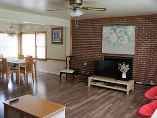 3000sqf brick house in north of Richmond - Richmond vacation rentals