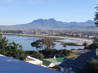 Romantic 1 bedroom Gordon's Bay Apartment with Internet Access - Gordon's Bay vacation rentals