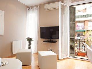 LetsgoBarcelona Sepulveda Suite 5pax - Barcelona vacation rentals