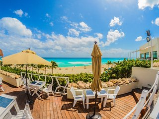 *WINTER SPECIAL* The Grand Oasis Pyramid Suite - Cancun vacation rentals
