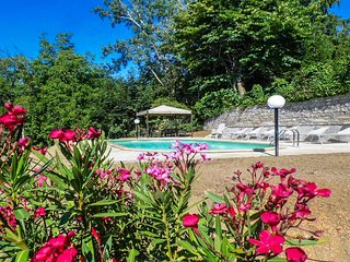 Villa, amazing mountain views, walk to restaurants - Corfino vacation rentals
