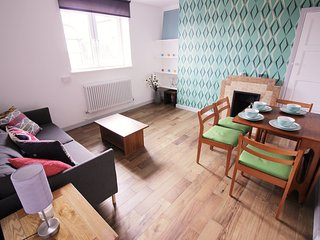 (ROG)LUXURY 3 BED APARTMENT NEAR VICTORIA PARK - London vacation rentals