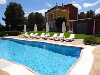 Private Pool/Tennis/3000m2 Garden - Cubelles vacation rentals