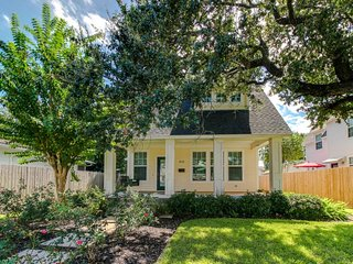 Dog-friendly, exquisitely styled cottage in Midtown Galveston Island - Galveston Island vacation rentals