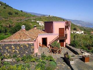 Charming Country house Villa de Mazo, La Palma - Malpaises vacation rentals