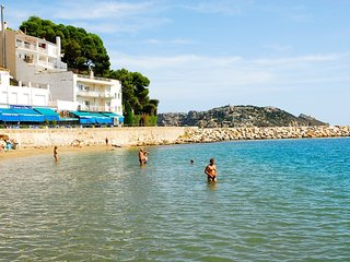 Bright 2 bedroom Condo in L'Estartit with Shared Outdoor Pool - L'Estartit vacation rentals