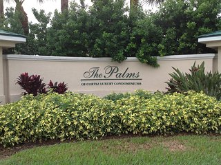 Condo close to Bradenton beaches, shopping, dining - Bradenton vacation rentals