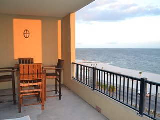 3 bedroom Condo with Hot Tub in Gulfport - Gulfport vacation rentals