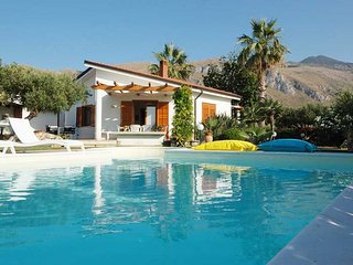 Villa New Charme con piscina - Castellammare del Golfo vacation rentals