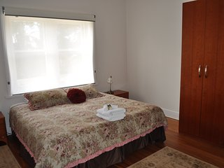 Nice House with A/C and Satellite Or Cable TV - Angaston vacation rentals