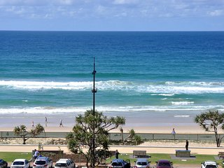 OCEAN VIEWS NEAR THE BEACH 3 BED HUGE APT. a123 - Surfers Paradise vacation rentals