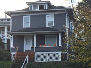 Charming 4 bedroom Tacoma House with Internet Access - Tacoma vacation rentals
