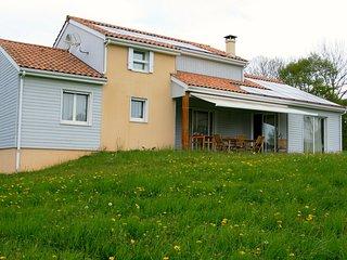 Villa tout confort face aux volcans d'Auvergne - Sauxillanges vacation rentals