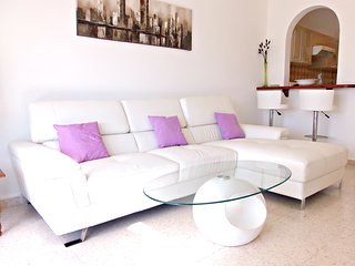Stunning 2 Bed Apartment - Kato Paphos- Wifi -Pool - Paphos vacation rentals