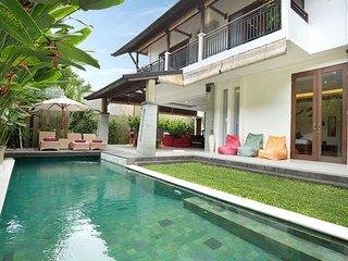 3 Bedroom Luxury Private pool villa, just 2 minutes from upmarket 'eat st'. K4. - Seminyak vacation rentals
