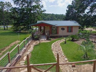 Beautifully decorated cabin w/ amenities - Kennard vacation rentals