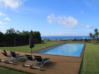 Beautiful 3 bedroom Lagoa Chalet with Satellite Or Cable TV - Lagoa vacation rentals